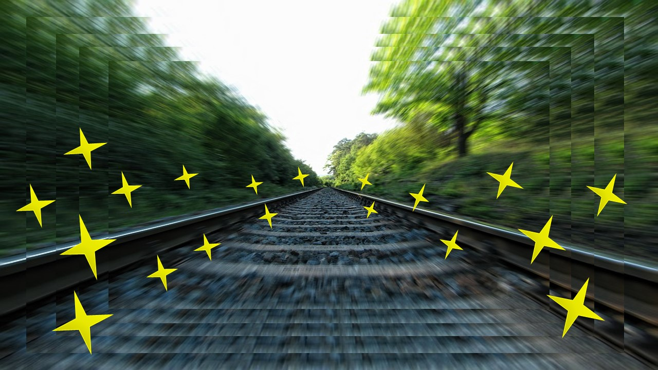 急加速している線路の景色