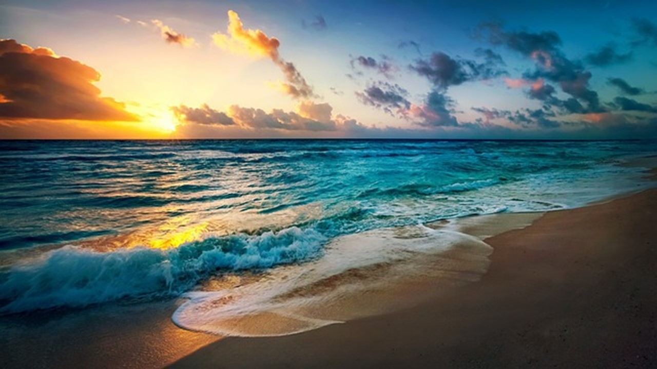 創造主がいるような幻想的な海辺